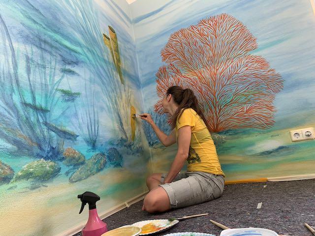 mit Spaß im Wasser malen